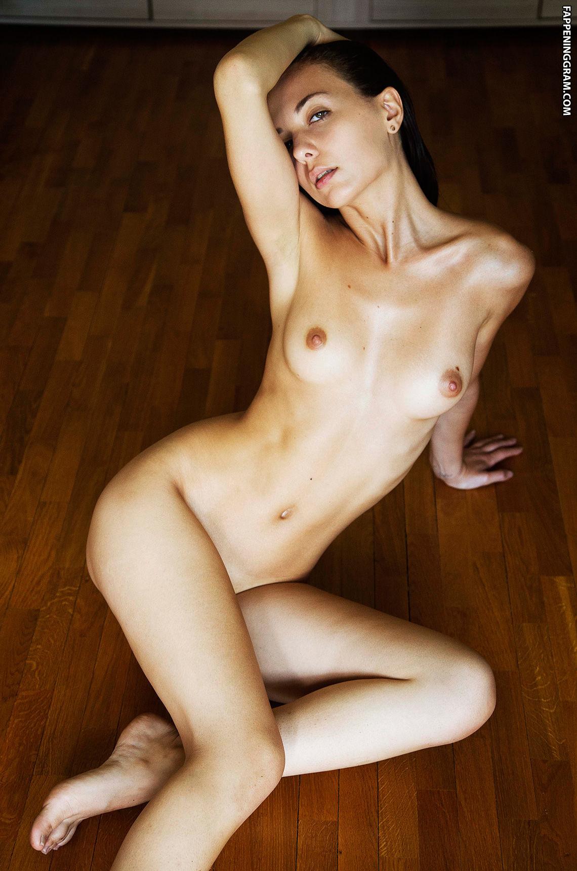 Davis nackt Dre  Porn Models