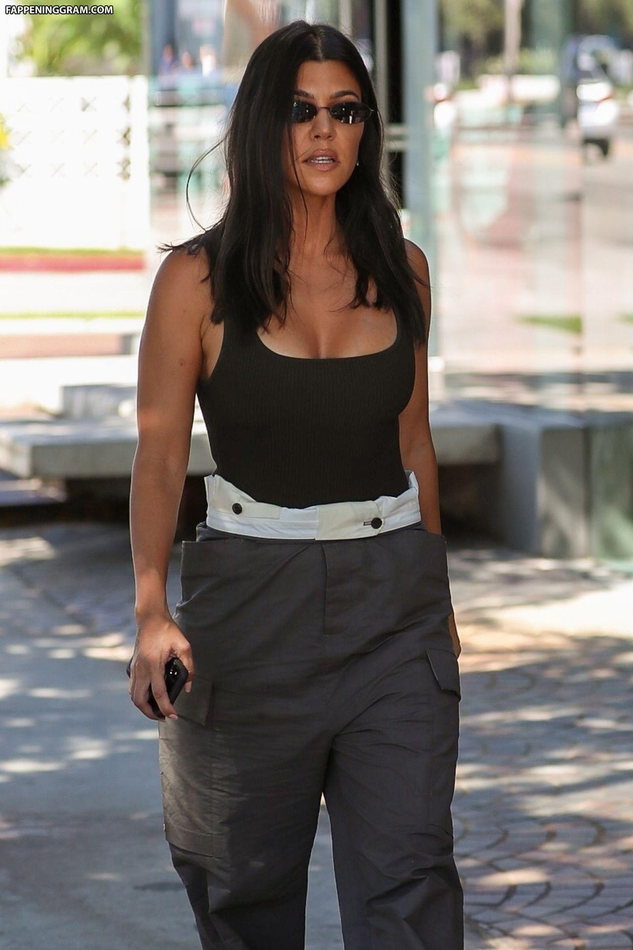 Kourtney Kardashian Nude The Fappening - Page 10