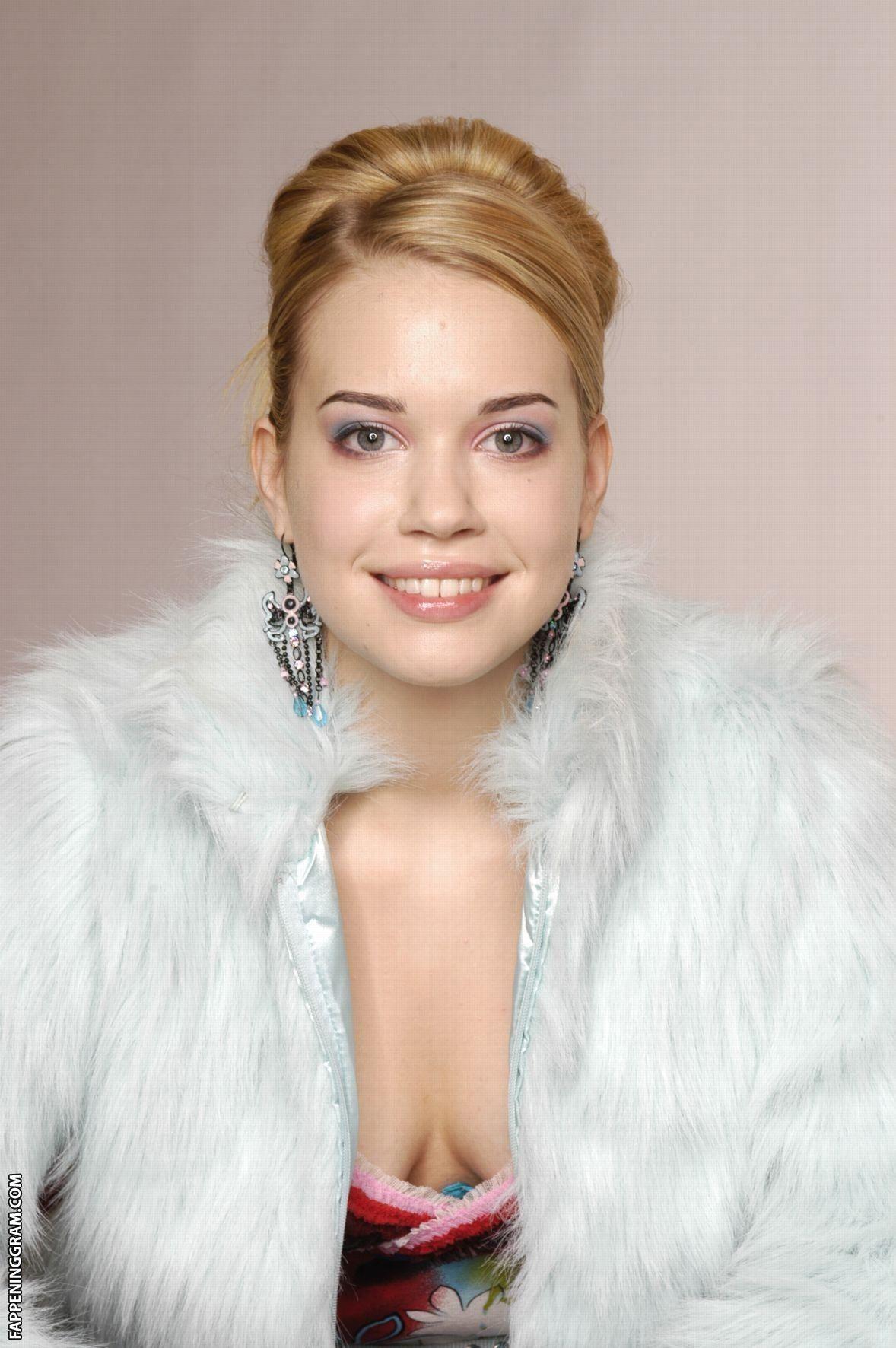 Lara-Isabelle Rentinck Nude The Fappening - FappeningGram