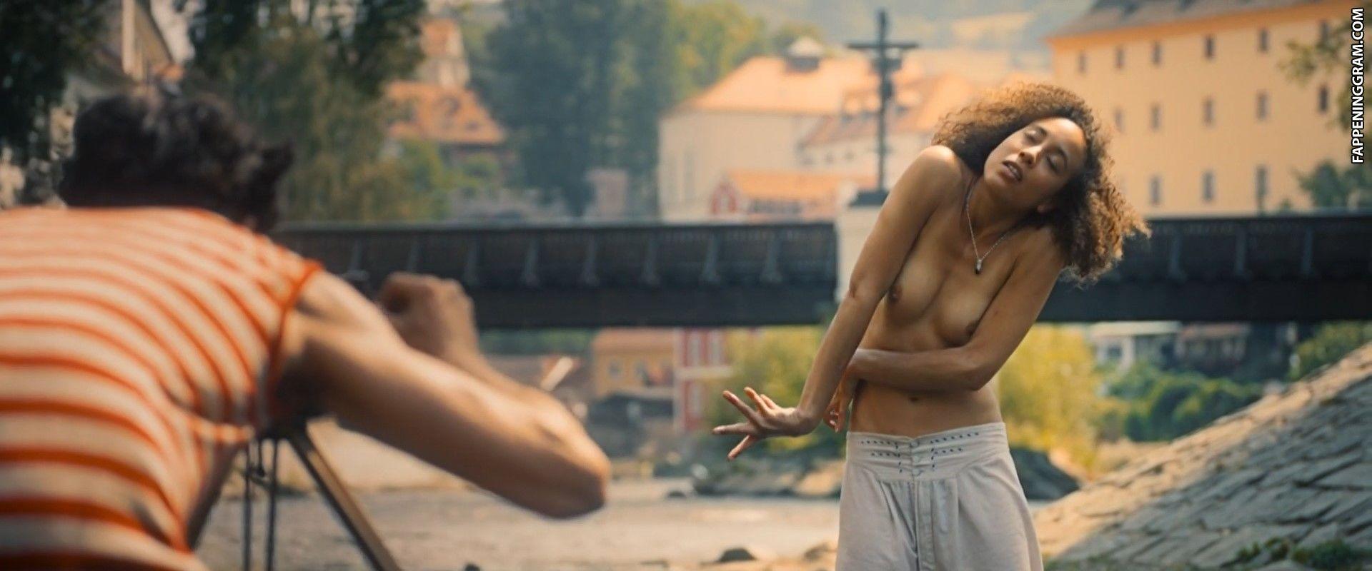 Larissa Breidbach Nude