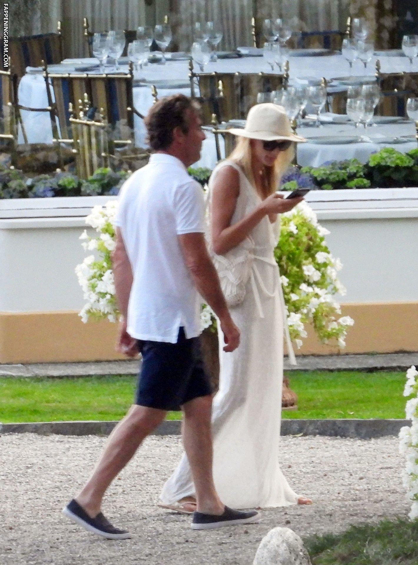 Savoie nackt Laura  Just married!