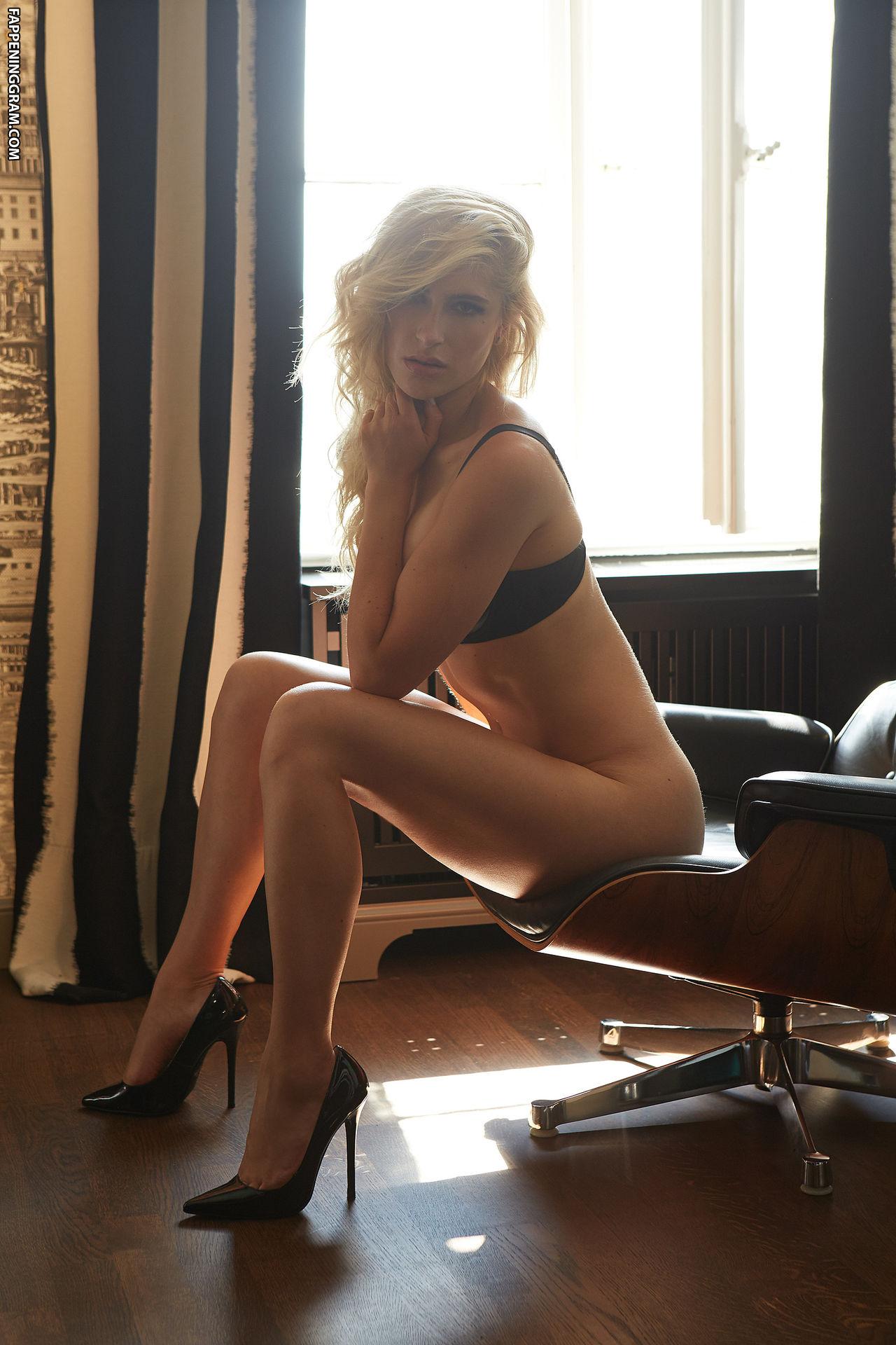 Lea Goetz  nackt
