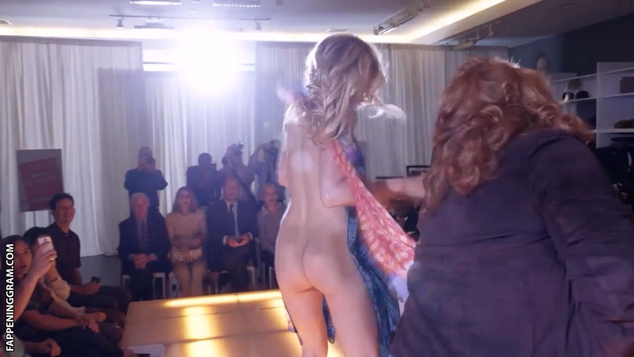 Leslie bibb butt totally naked in fashion runway