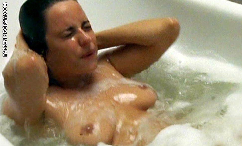 Natalie Pinkham  nackt