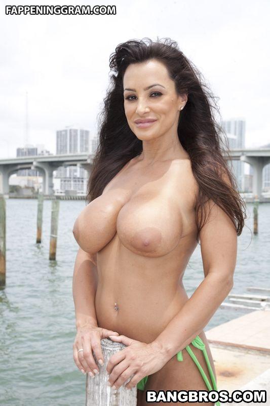 Lisa naked Lisa Rinna