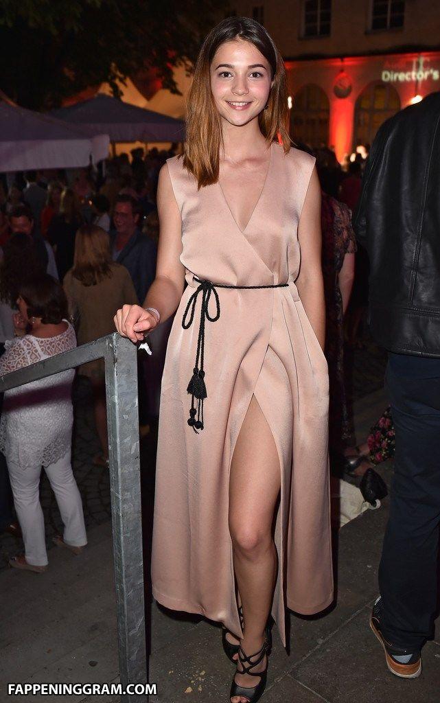 Laurie Baranyay  nackt