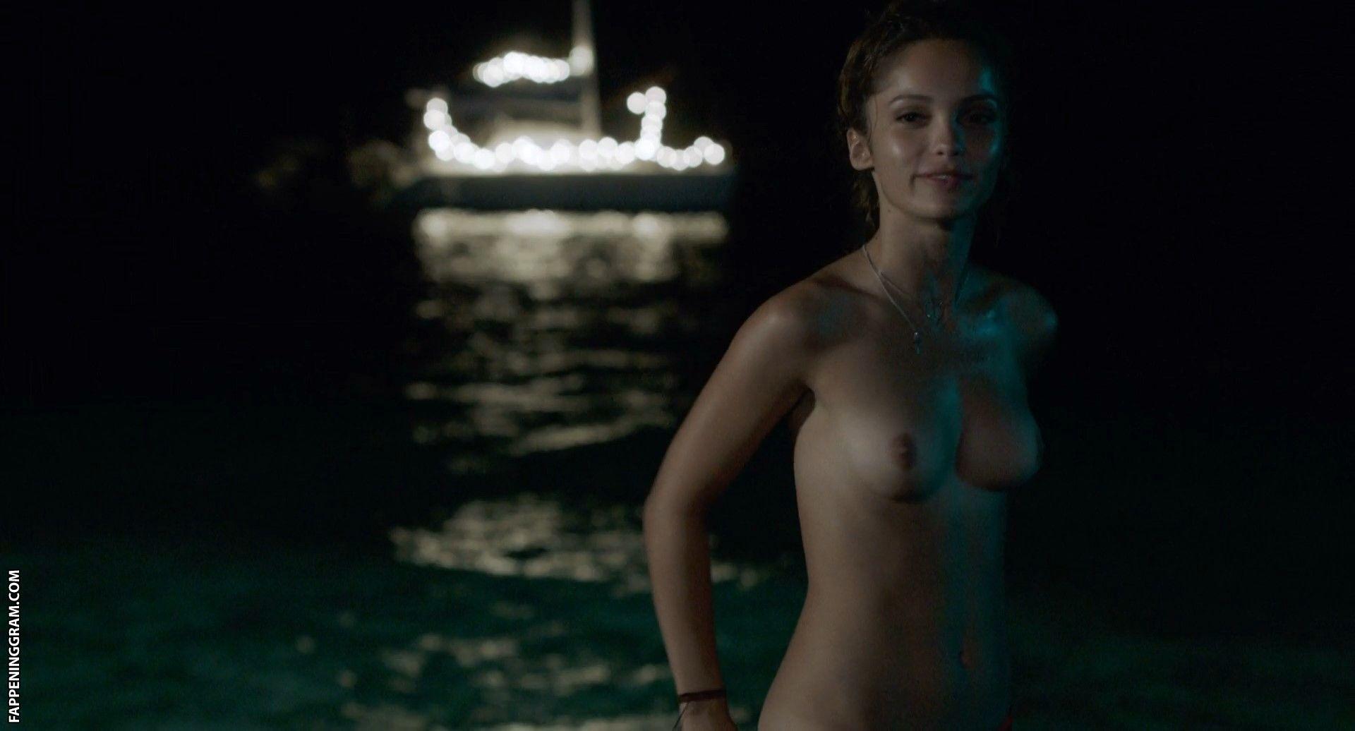 Theresa Hübchen  nackt