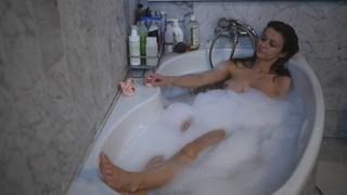Lorene Devienne Nude Leaks