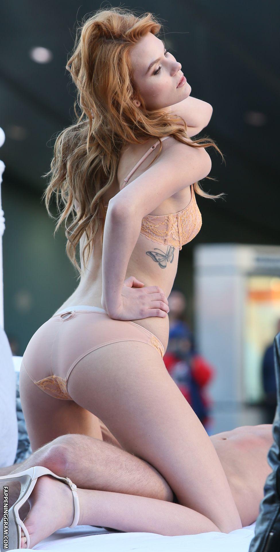 Nackt  Tawny Cypress Das gesamte