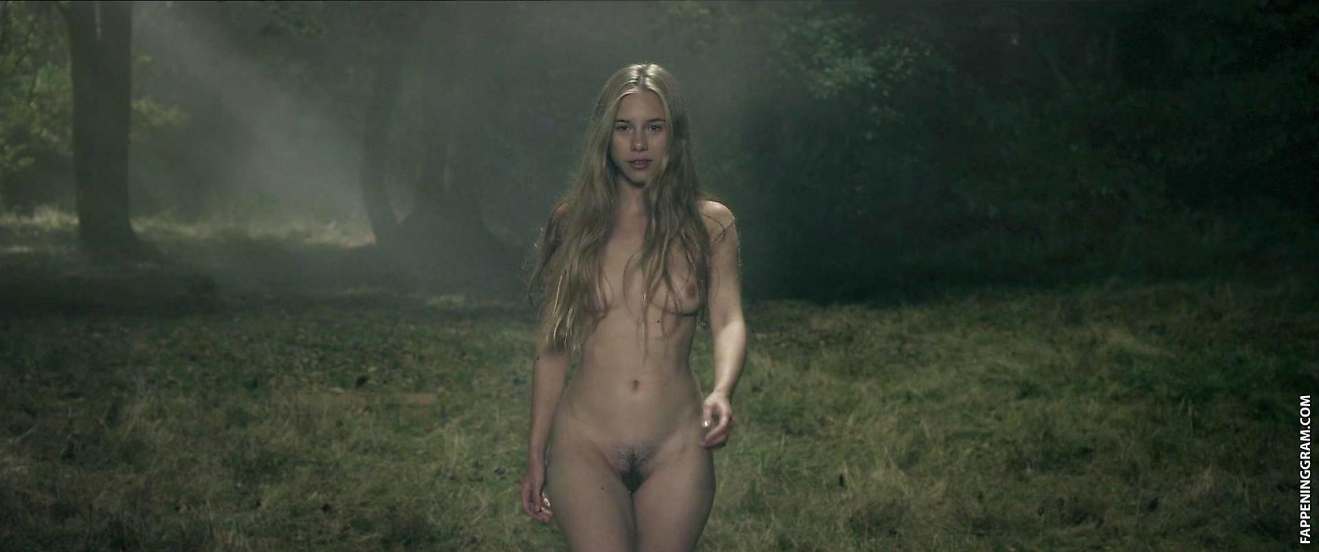 Emma Mackey Nude