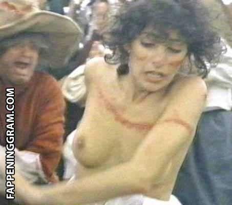 Madison Carney  nackt