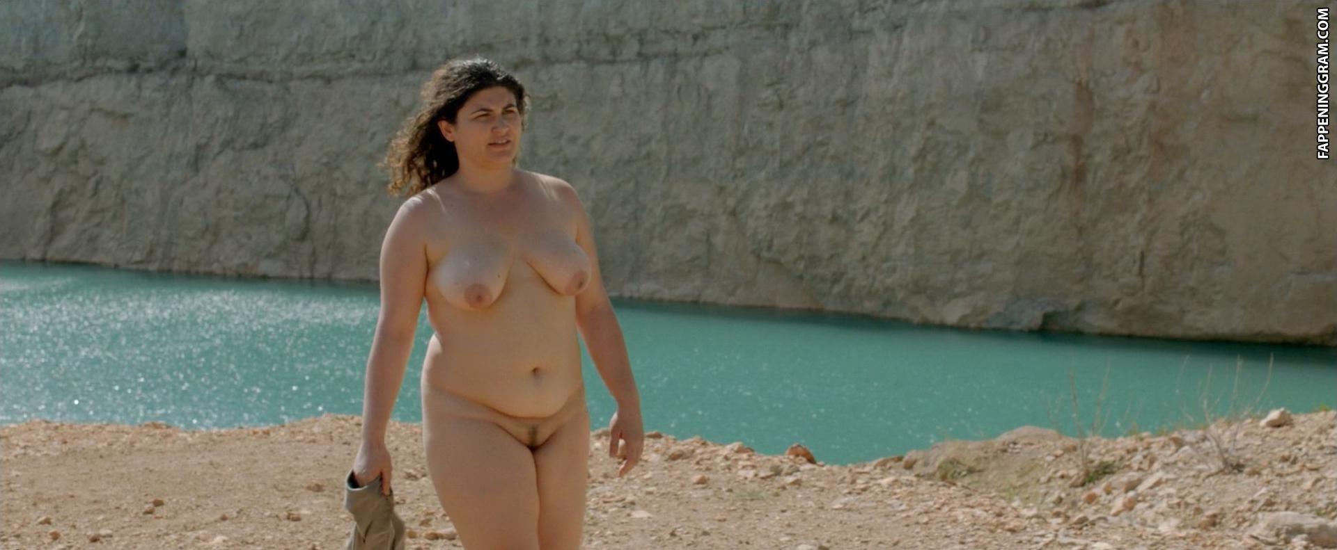 Thelma Tixou  nackt