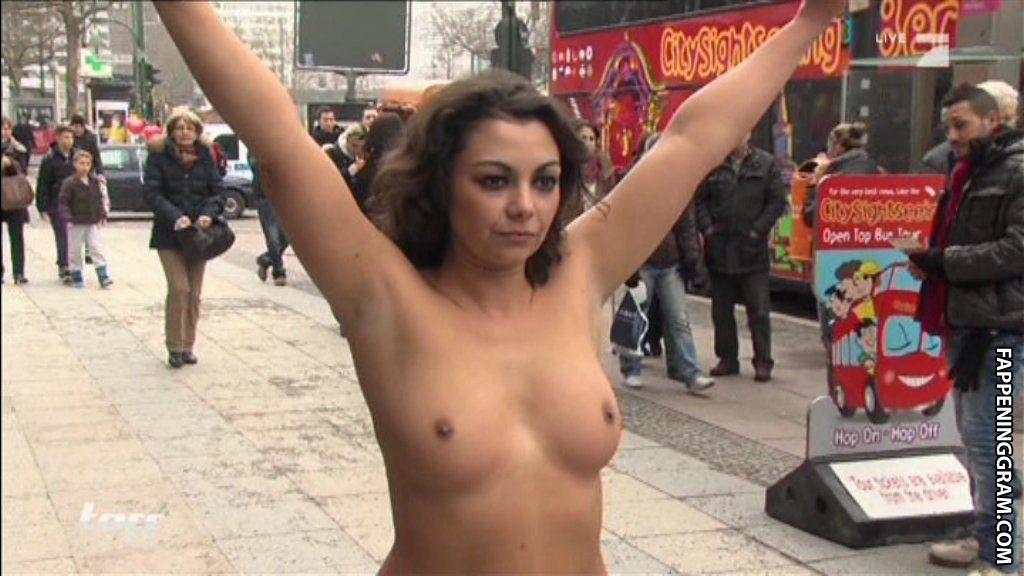 Whitney Weston  nackt