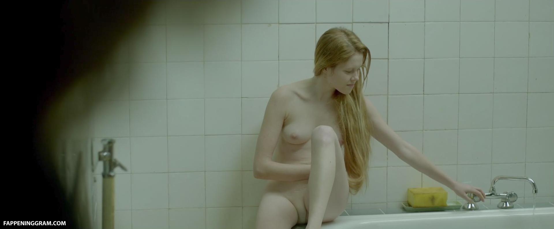 Marta Mazurek Nude
