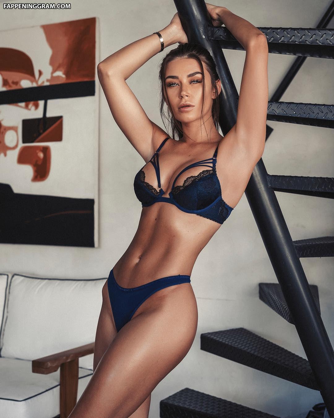 Sasha Calle  nackt