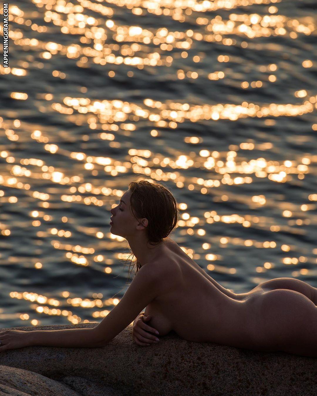 Melinda London Nude