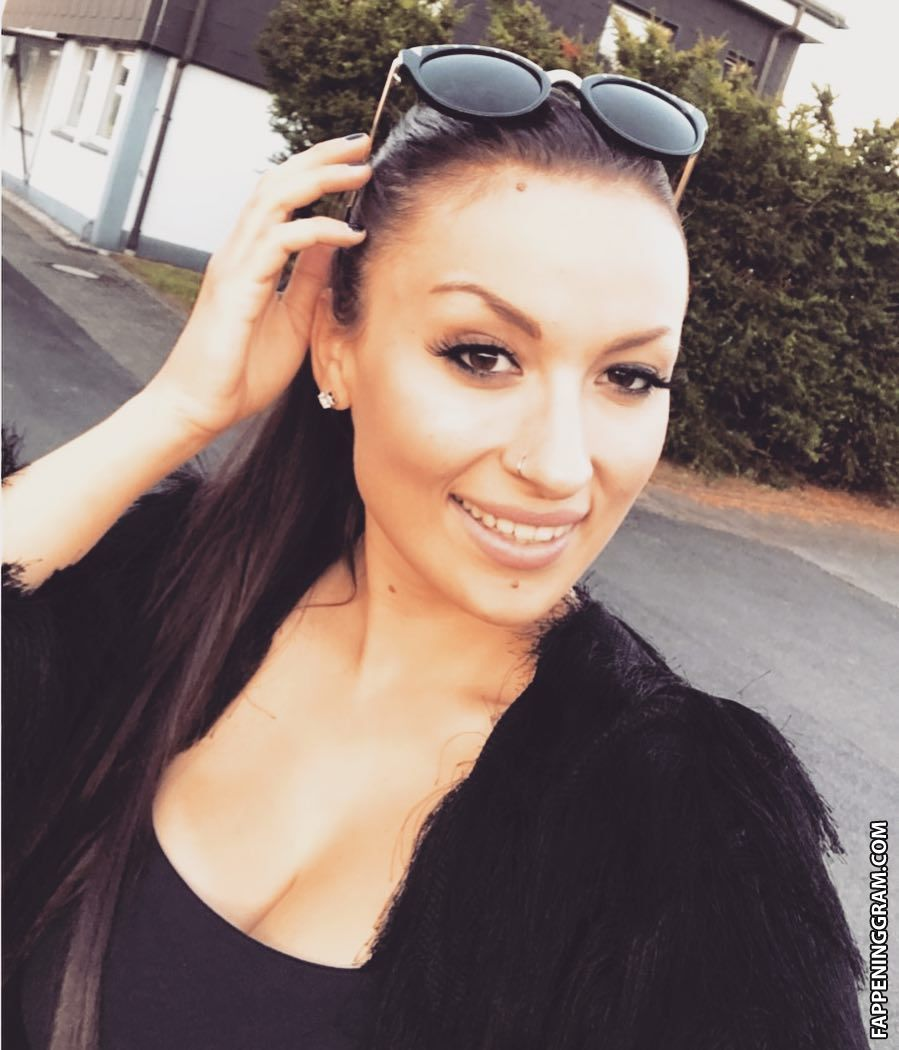 Nackt  Nadia Mansouri Und wann