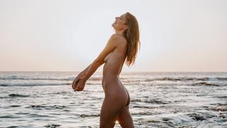 Naomi Holt Nude Leaks