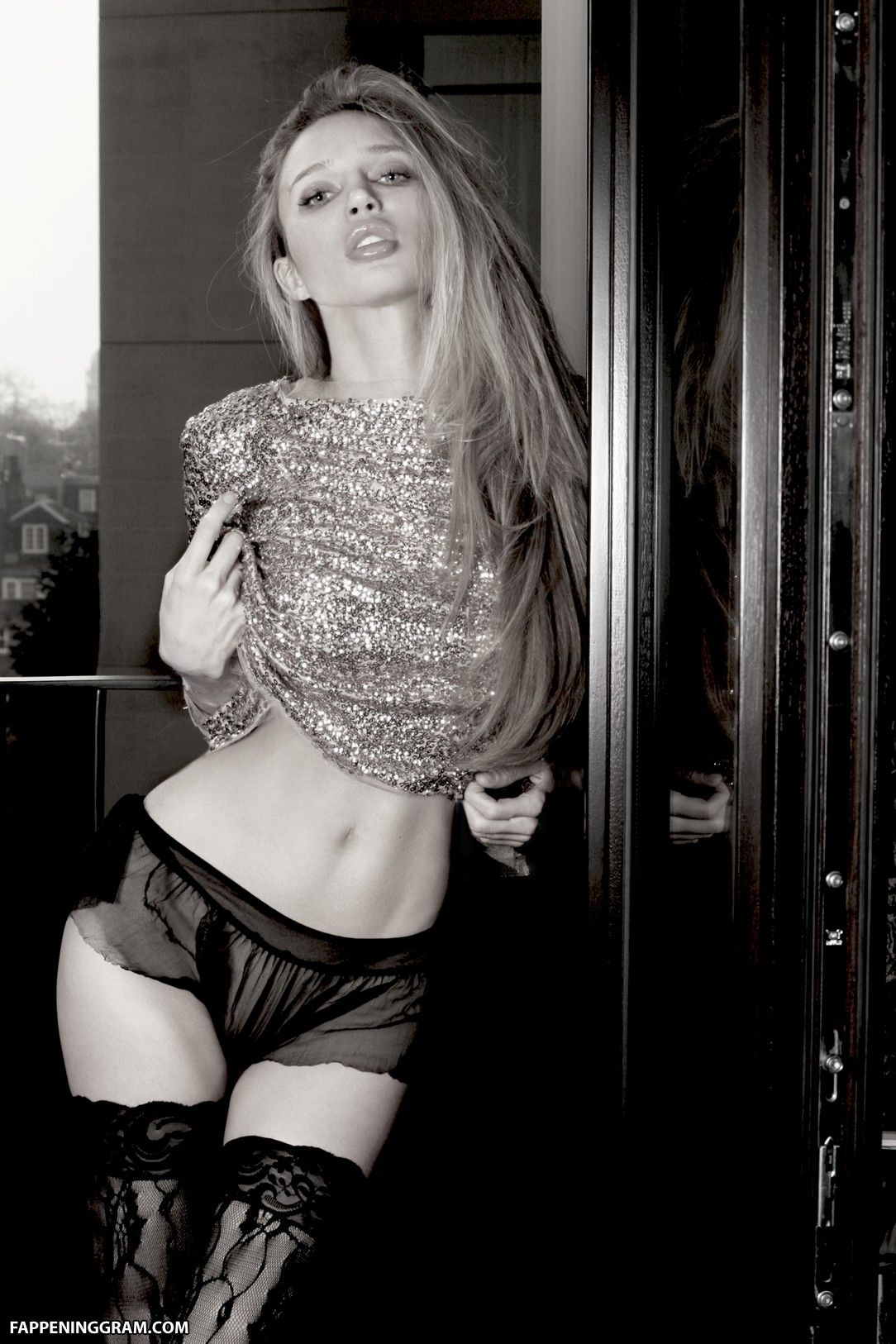 Liz Crawford  nackt