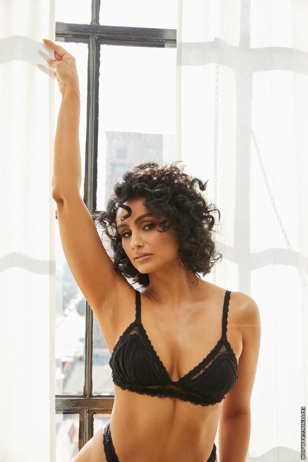 Nazanin Mandi  nackt