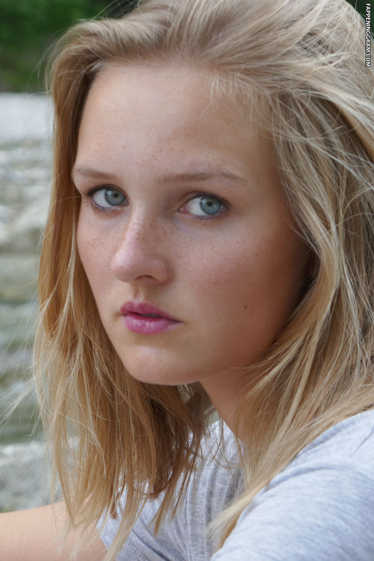 Nackt  Lilyan McBride Discover Lilyan