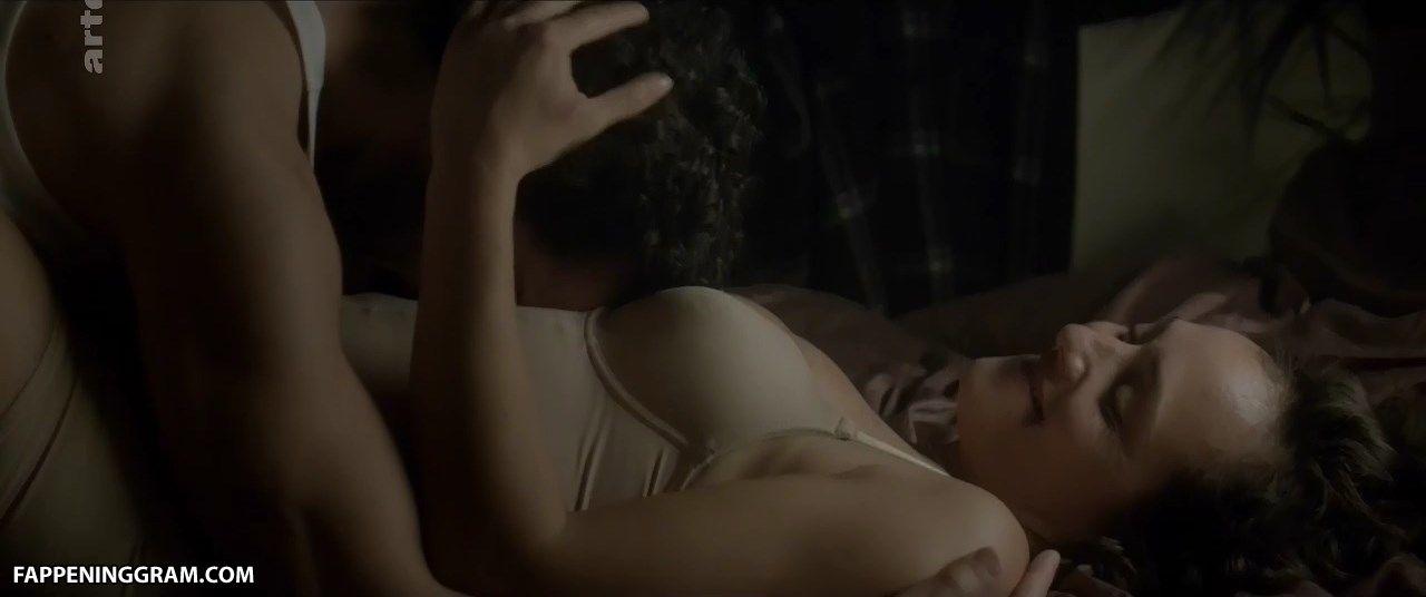 Emilia nackt Zoryan Ares Fame