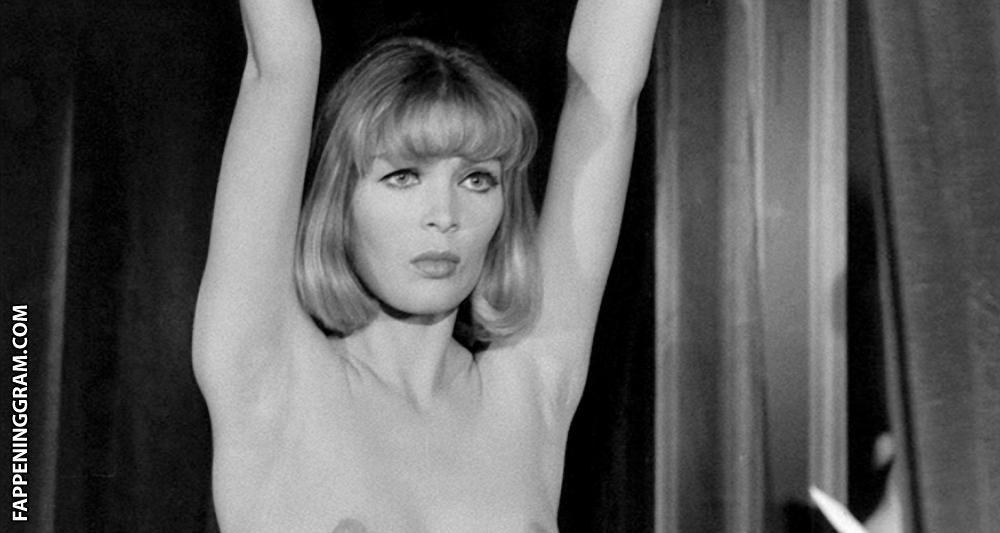 Kathrin Strauss  nackt
