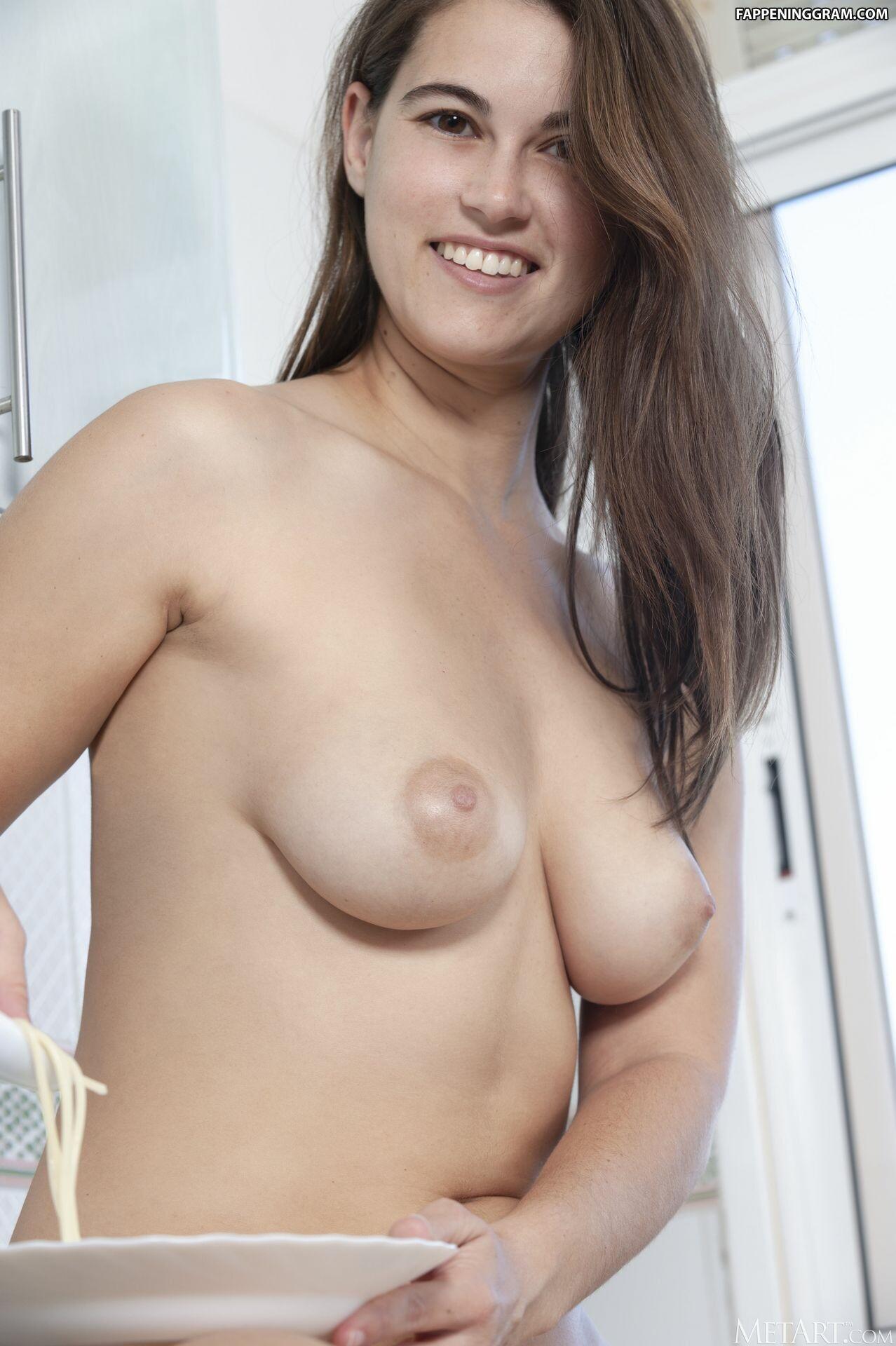 Nina Sphinx Nude