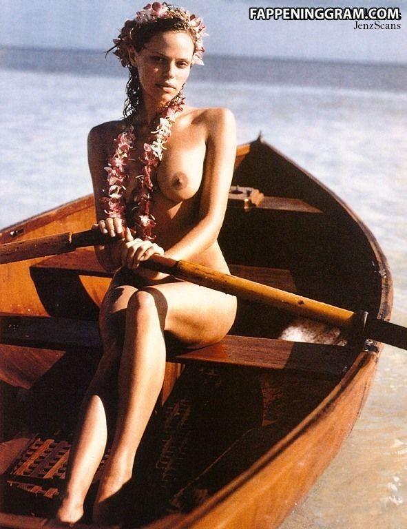 Nude emilia bernsdorf Emilia Clarke