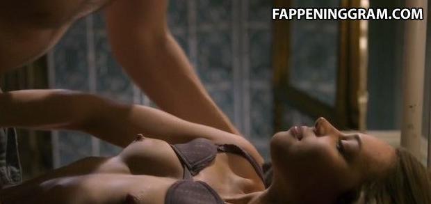 Nackt rebecca blumhagen Rebecca Blumhagen
