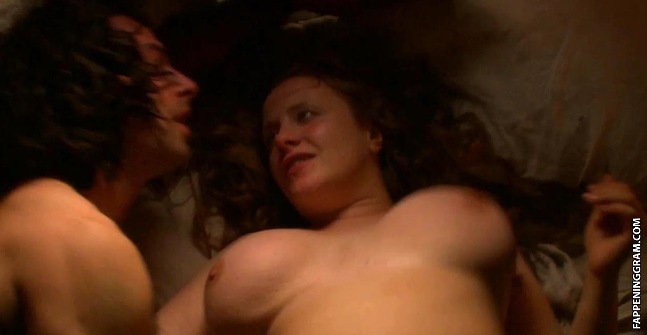 Nackt Julie Mond  19 Hottest
