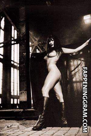 Rebekah nackt Elmaloglou Rebekah Elmaloglou