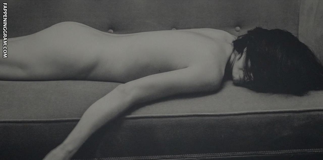 Rose Leslie Nude