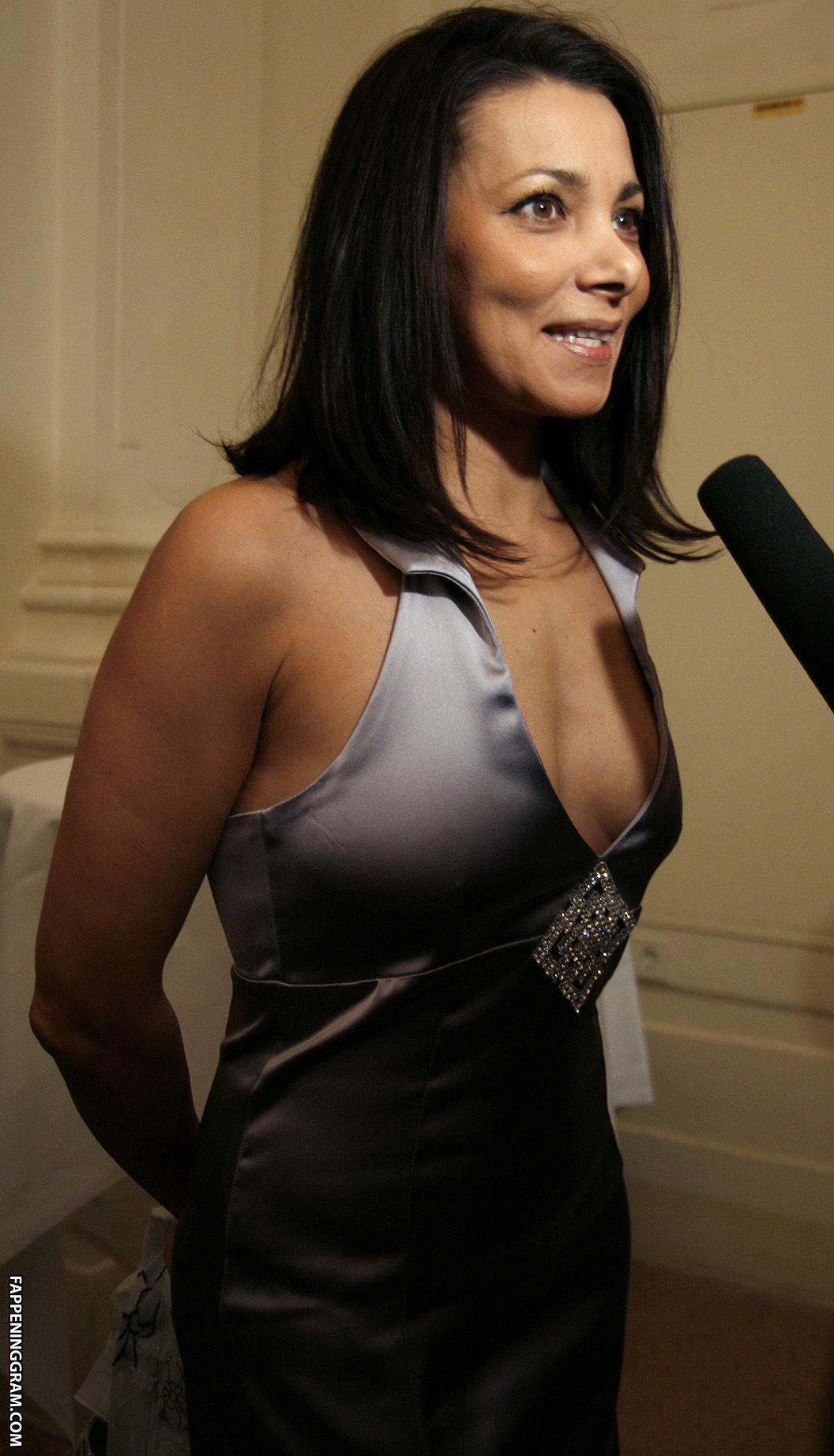 Donna Pieroni  nackt