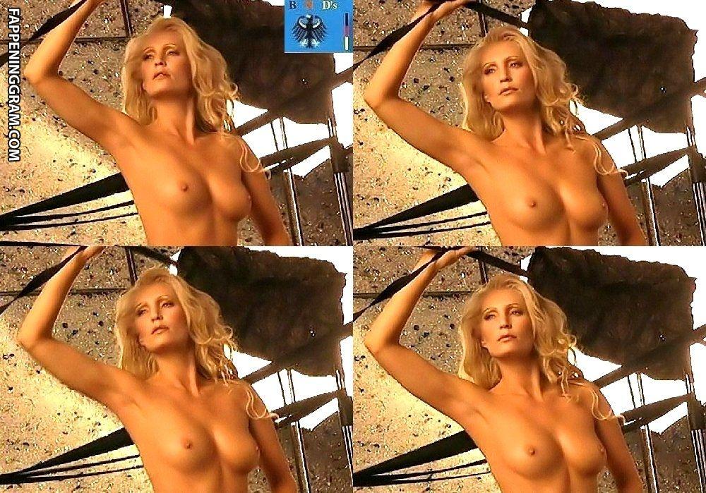 Stephanie nackt Skura Stephanie Swift