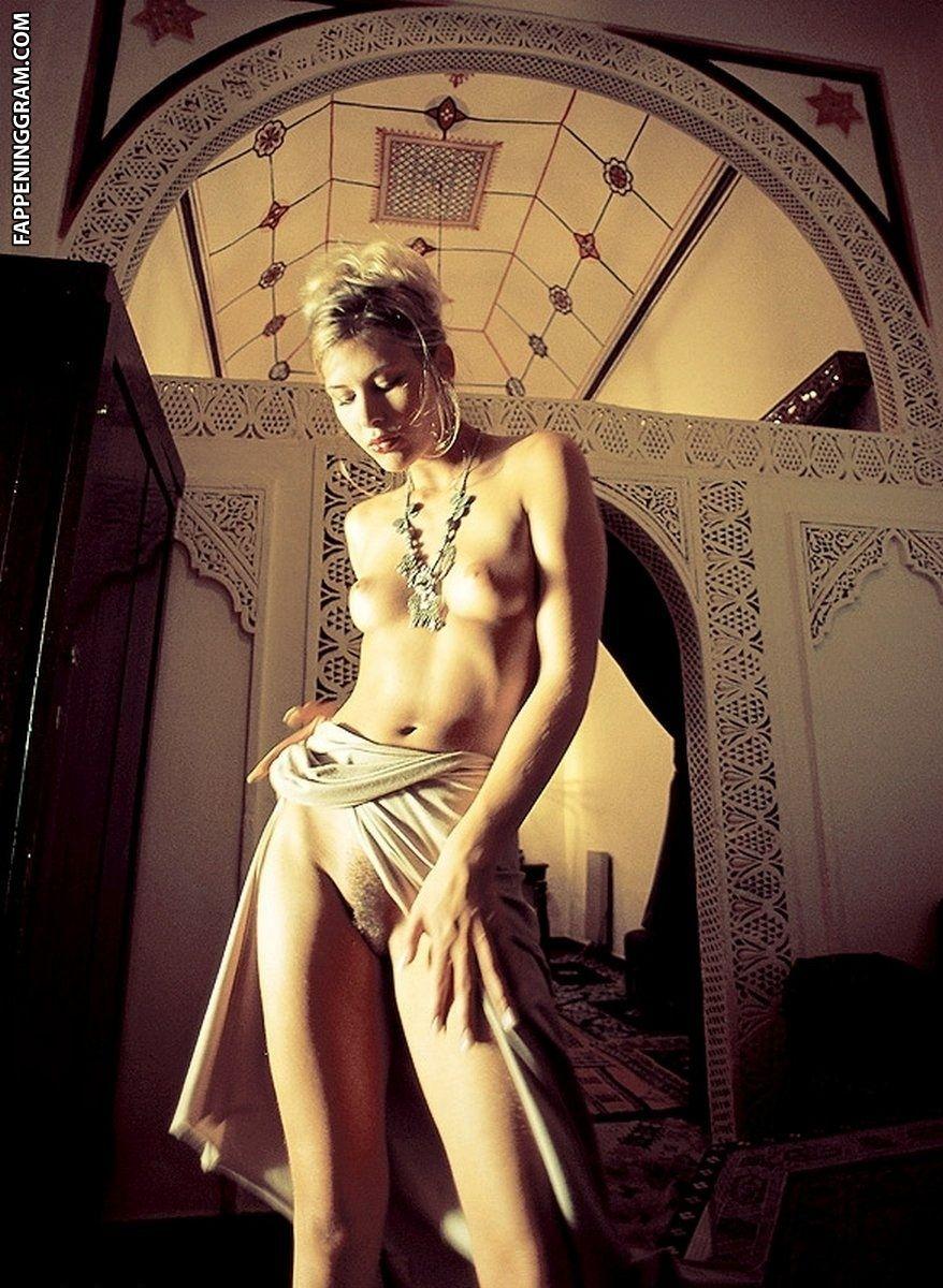 Sarah Walker Nude