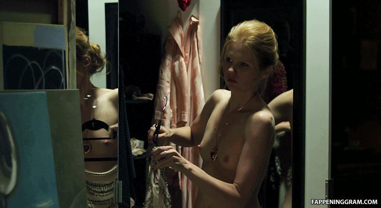 Chyler leigh nude