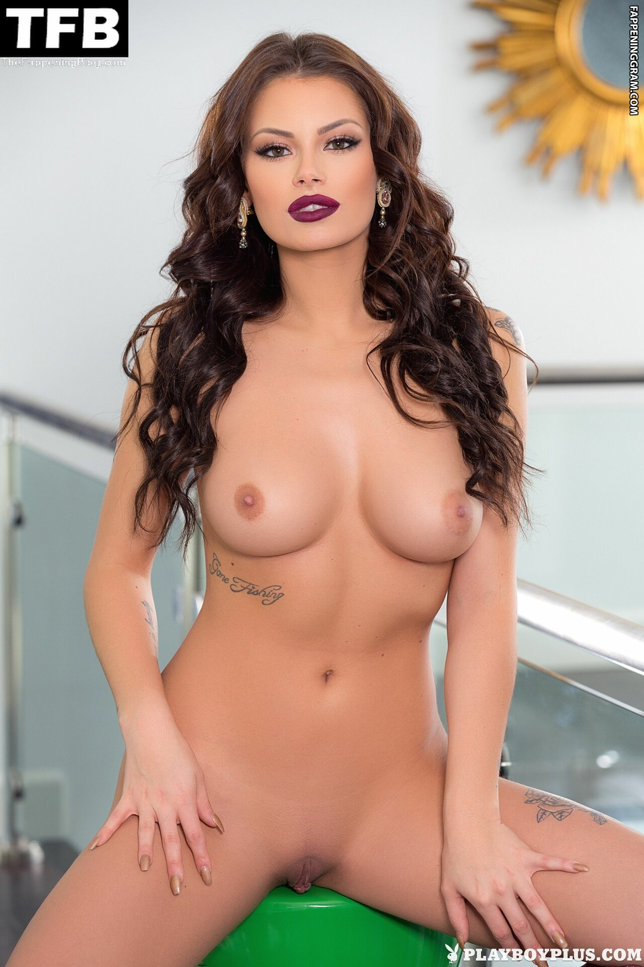 Shelly Lee Nude