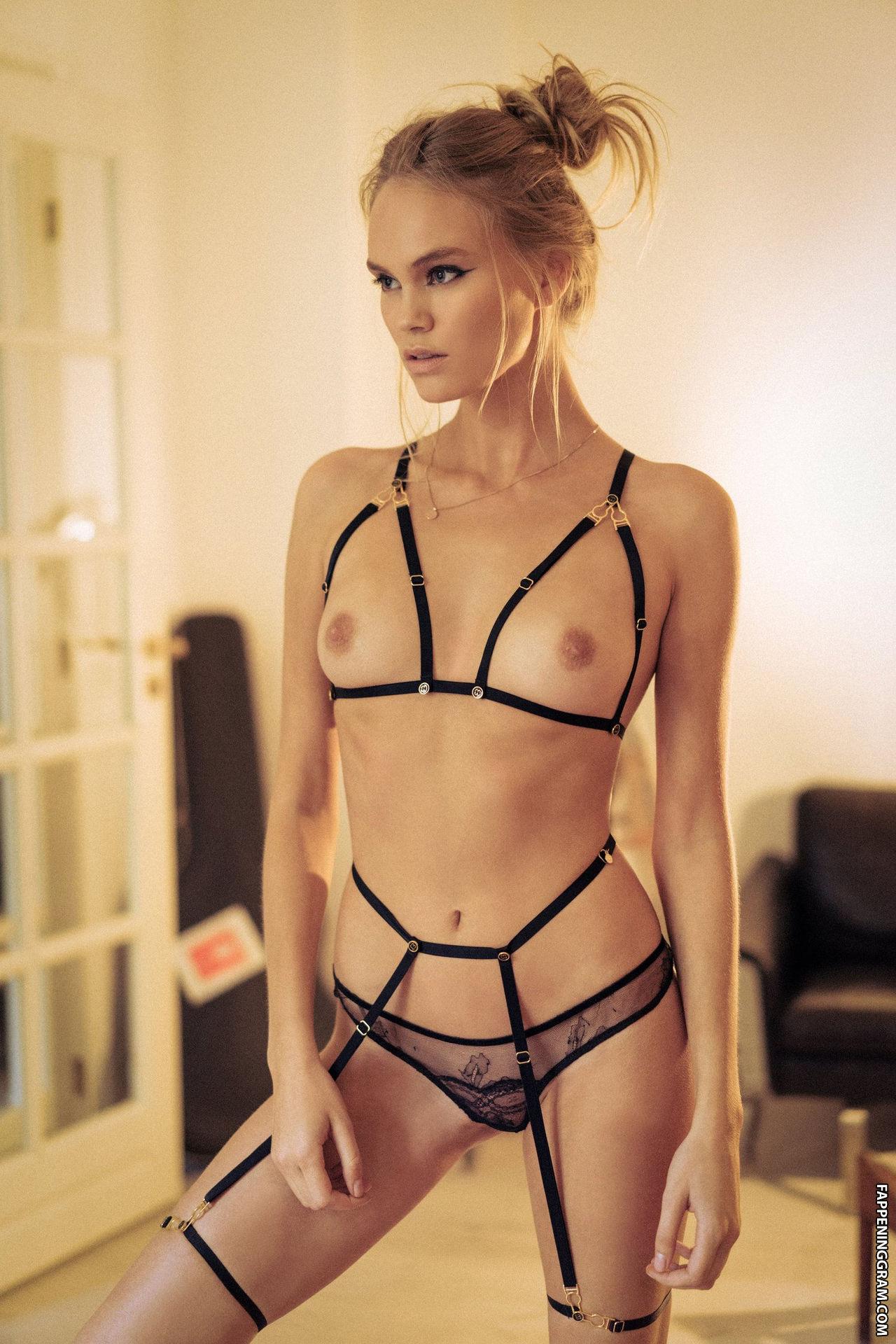 Adrianne Nina  nackt