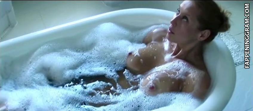 Svetlana Quinn  nackt