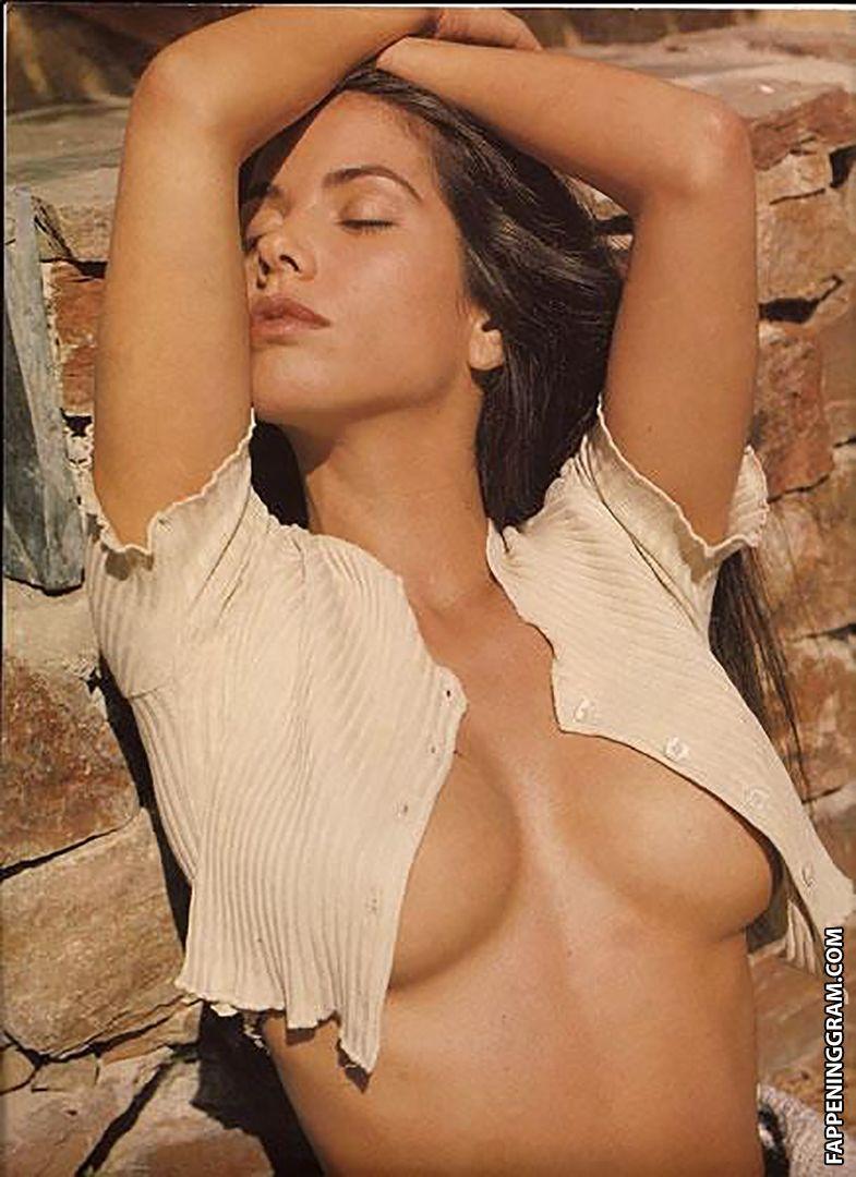 Emma Cornell  nackt