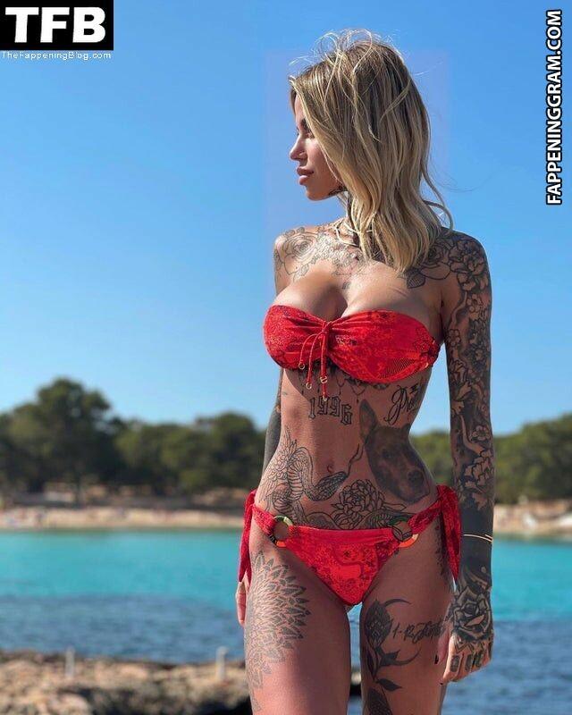 Zoe Cristofoli Nude